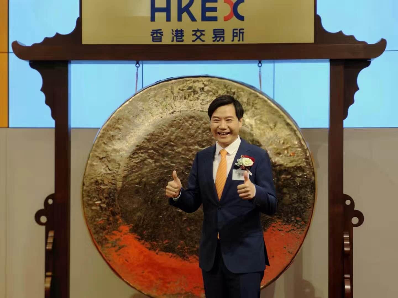 小米今日正式在香港敲钟上市,跌破17港元发行价
