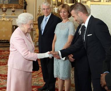 2019年最幸运双胞胎,英国大使亲口承诺要帮忙实现梦想
